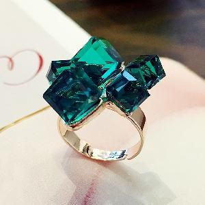 Дамски разширяващ се пръстен - кристал