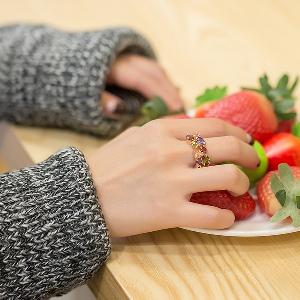 Дамски пръстен с цветни камъни