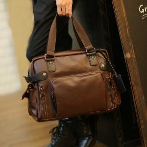 Компактна   чанта за ръчен багаж изработена от изкуствена кожа