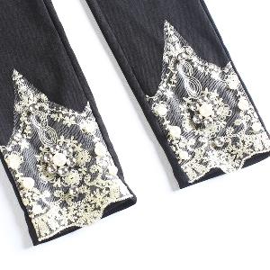 Дамски клин с бродерия в три цвята - черен, бял и розов