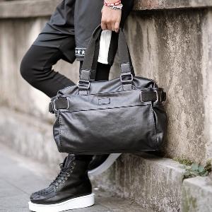 Черни пътни мъжки и дамски чанти от изкуствена кожа