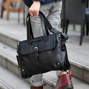Малки пътни чанти от изкуствена кожа за ръчен багаж  в черен цвят
