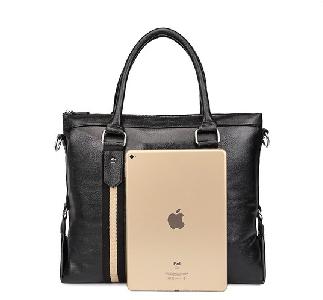 Малки черни и кафяви пътни чанти съставени от изкуствена кожа - 2 модела