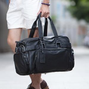 Черни пътни чанти съставени от изкуствена кожа за мъже и жени