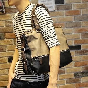 Меки кафяви пътни чанти направени от изкуствена кожа