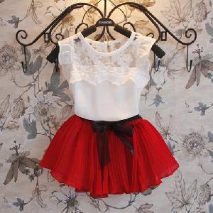 Детски комплект дантелена блуза и плисирана пола