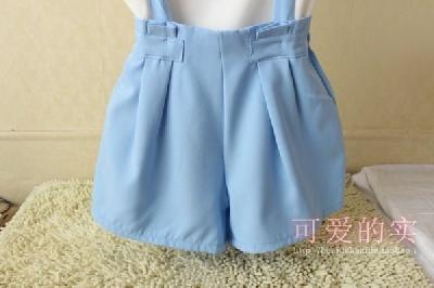 Дамски къси панталони: тип гащеризон
