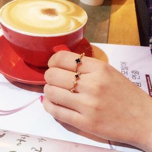Дамски пръстени в сребрист и златист цвят - 4 модела