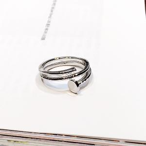 Дамски пръстени сребристи и златисти.