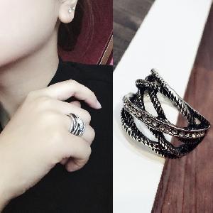 Дамски пръстен в черен цвят - 1 модел