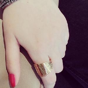 Дамски пръстен в златист цвят в 1 размер - 1.7 см