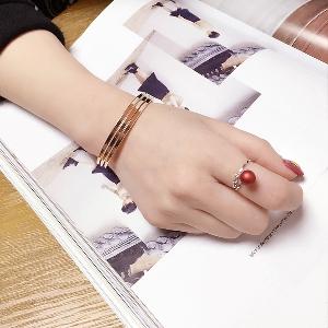 Дамски пръстен в зелен,червен и сив цвят - 3 модела