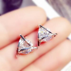 Елегантни дамски обеци във формата на триъгълник-2 цвята.