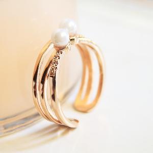 Дамски пръстен с перли-един модел-1,7см.
