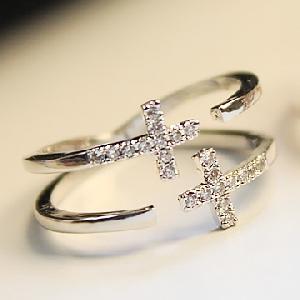 Дамски пръстени в 2 модела и 2 цвята - тип кръст