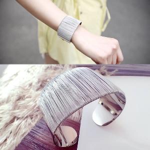 Дамска гривна сребрист цвят