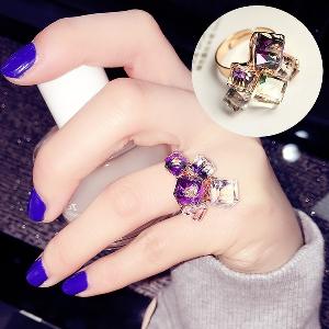 Дамски кристален пръстен в златист цвят - 1 модел
