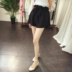 Дамски къси черни панталони с висока талия