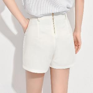 Дамски къси панталони в бял и черен цвят - 2 модела