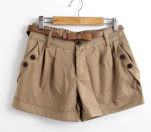 Дамски къси панталони в два цвята.