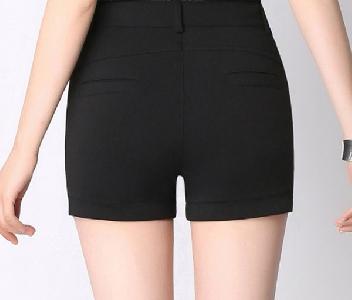 Дамски къси панталони с дантела в черен цвят - 1 модел
