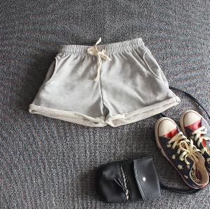 Къси дамски панталони в сив,син и бял цвят - 3 модела