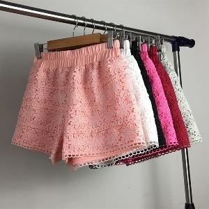 Дамски къси дантелени панталони в четири цвята.