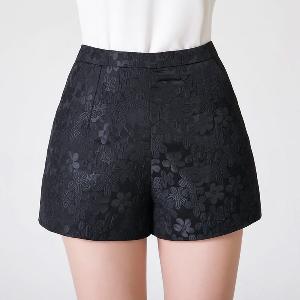 Къси дамски панталони в няколко цветови комбинации - 4 модела