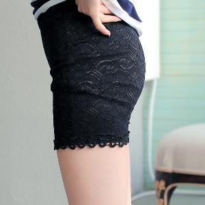 Дамски къси панталони в два цвята - черен и бял