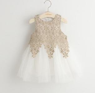 Детска бяла рокля от тюл и дантела