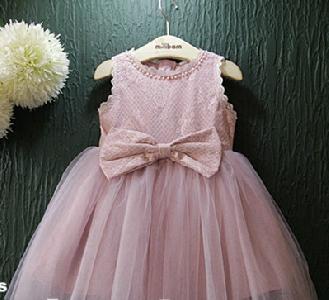 Детска розова рокличка с органза и дантела един модел.