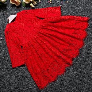 Червена детска пролетна дантелена рокля за момичета.