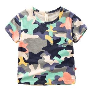 Детска  камуфлажна  тениска за момчета един модел.