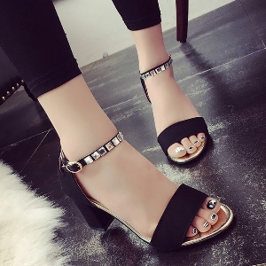 Дамски сандали на квадратен ток в черен, бял и сив цвят