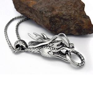 Мъжка висулка дракон в сребрист цвят