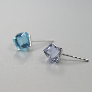 Ασημένια ανδρικά σκουλαρίκια με μπλε ή μοβ κρύσταλλο - 1 τεμάχιο ... 0da519ce4c2