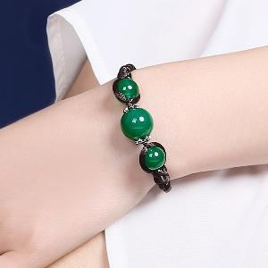 Дамски кожени гривни със невероятни зелени накити
