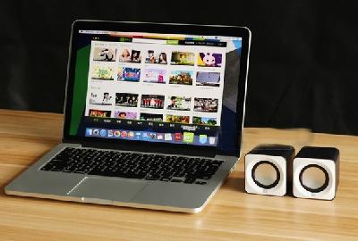 PC тонколони с USB кабел за компютър и лаптоп черно бели на цвят, мини и компактни, с размер 13.7CM * 9.1CM * 7.4CM