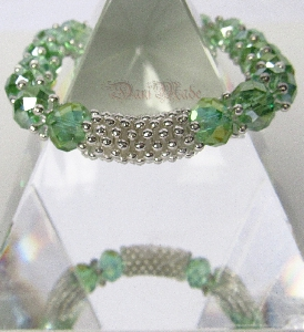 Дамска гривна от зелен фасетиран чешки кристал - DM-2289