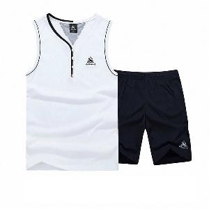 Полк мъжки спортни екипи от две части потник и къси панталони в три цвята.