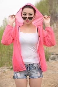 Дамски прозрачни летни туристически якета с качулка тънки, зелени, розови, зелени, жълти слим модели с качулка , полиестър
