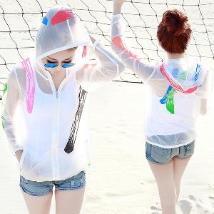Дамски бяло слънцезащитно тънко прозрачно лятно яке с качулка