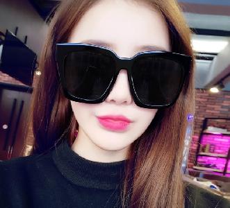 107e61ca03 Μεγάλα τετράγωνα γυαλιά ηλίου για τις γυναίκες  μαύρο ή μπλε φακούς καθρέφτη