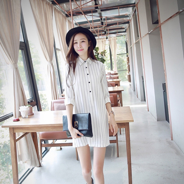 32ef1d543363 Κυρίες ριγέ μακρύ πουκάμισο - φόρεμα στυλ σε δύο χρώματα μαύρο και άσπρο με  μακριά μανίκια