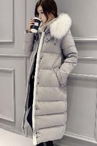Уникално дамско дълго зимно яке с бяла пухена качулка в черен и сив модел