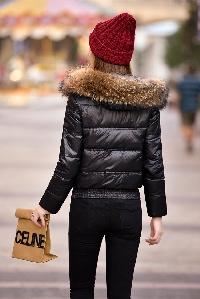 Κυρίες σακάκι με φυσικό χνούδι της κουκούλας, ένα φτερό χήνας: Μπεζ και Μαύρο
