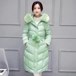 χειμώνα παχύ σακάκι των γυναικών σε διάφορα χρώματα με αφράτα κουκούλα και μπάλες