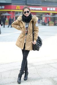 Οι γυναίκες μακρύ ζεστό μπουφάν με κουκούλα αφράτο σε οκτώ χρώματα.