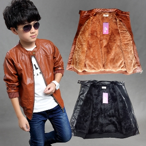 Детски кожени якета от изкуствена кожа и мека вътрешна част за момчета в черен и кафяв цвят-есенни и зимни.