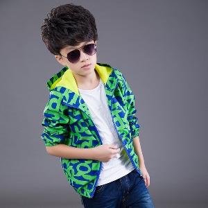 Детски есенни и пролетни якета за момчета в шест цветови комбинации.